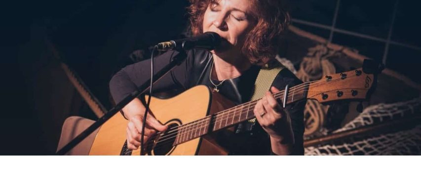 Danaflorian.ro – Site de prezentare solista pop – folk
